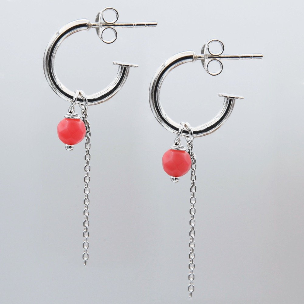 Pair of silver J-hoop earrings with Agate gemstone and chain detail. - Ozz Silver Jewelry