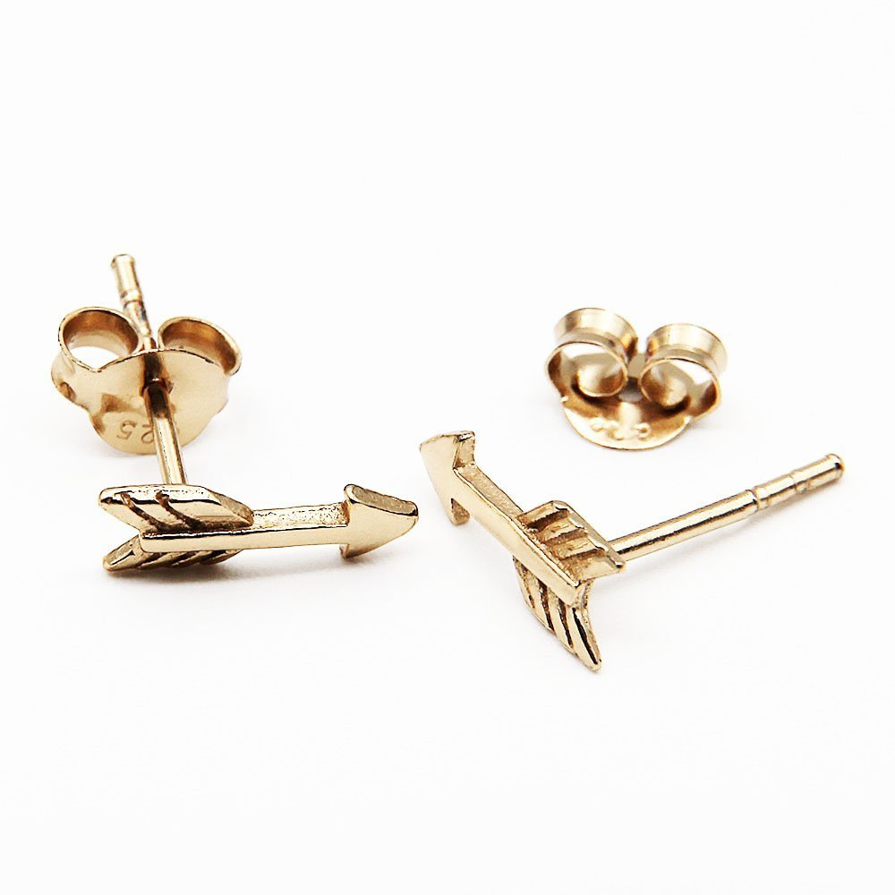 Pair of gold plated silver stud earrings with an arrow detail. - Ozz Silver Jewelry