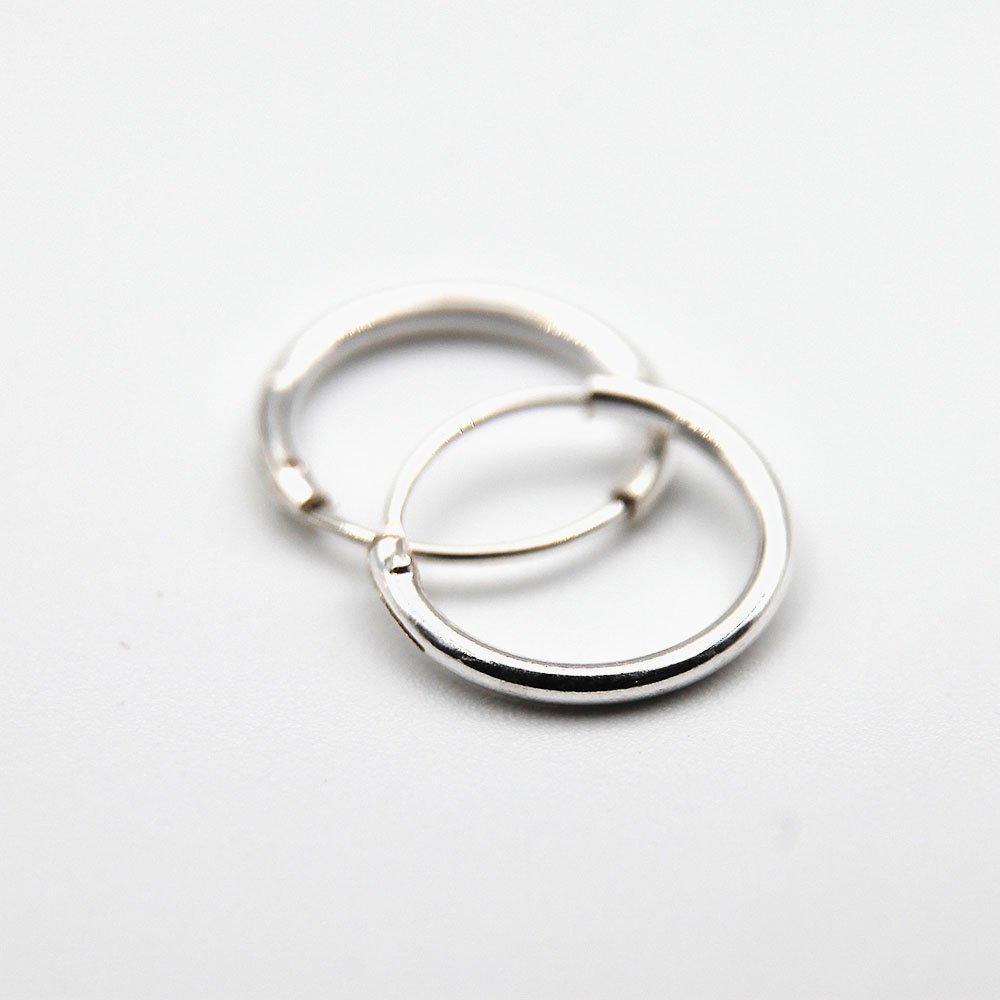 Pair of silver hoop earrings with extra fine design. - Ozz Silver Jewelry