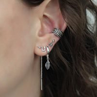 Pair of silver stud earrings with an arrow detail. - Ozz Silver Jewelry