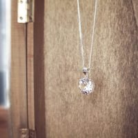 A silver necklace with a real round-shaped crystal pendant and adjustable ring clasp. Contains Swarovski elements. - Ozz Silver Jewelry
