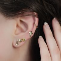 Pair of gold plated silver stud earrings with a star detail. - Ozz Silver Jewelry