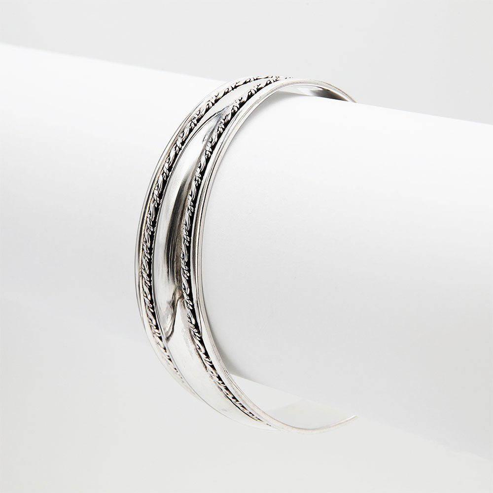 A silver Bali style bangle bracelet with a double woven pattern. - Ozz Silver Jewelry
