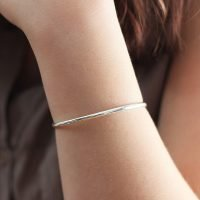 Smooth 3mm silver bangle bracelet with cap closure. - Ozz Silver Jewelry