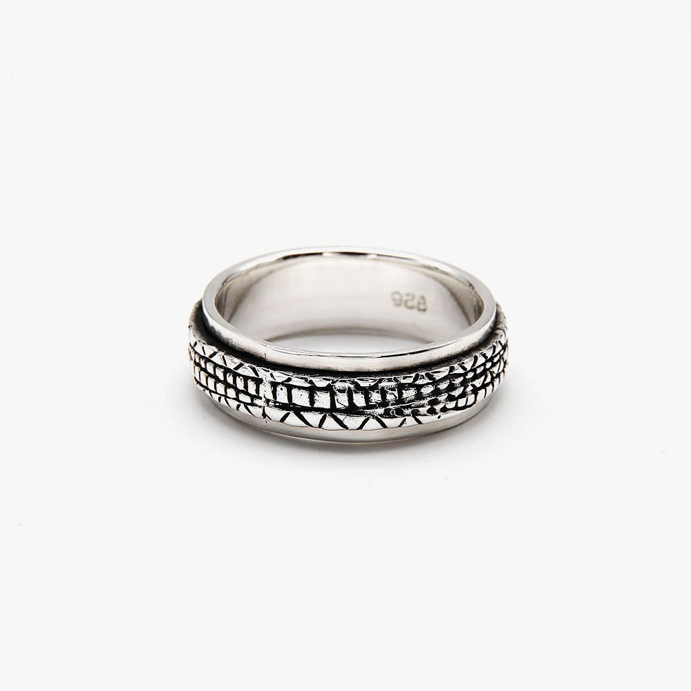"Jewelry that gives you something to fiddle with when trying to focus or relax. This ring features a graphic pattern. <a href=""https://www.ozz-jewelry.com/size-guides/"" target=""_blank"" rel=""noopener noreferrer"">See size guide</a>. - Ozz Silver Jewelry"
