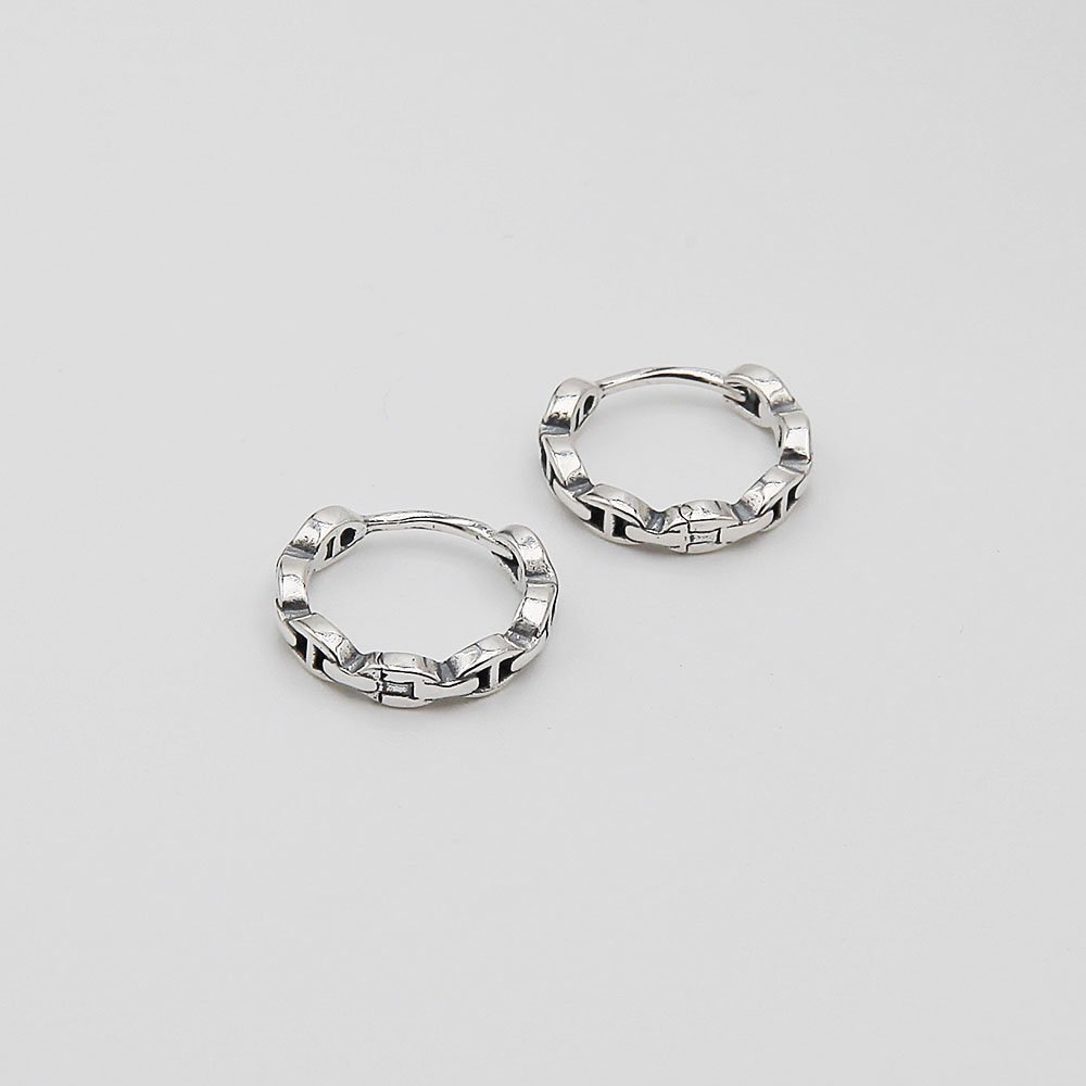 A pair of sterling silver hoop earrings with a fused chain pattern. These earrings feature a concealed hinge system, which makes them easy to put on and take off. - Ozz Silver Jewelry
